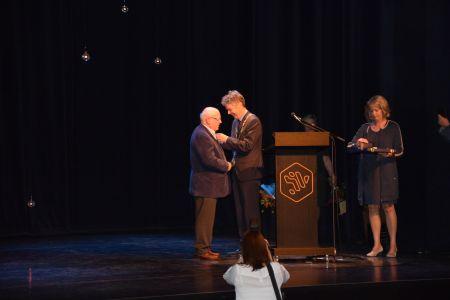 Onderscheiding Henk de Klerk door burgemeester Gillisen